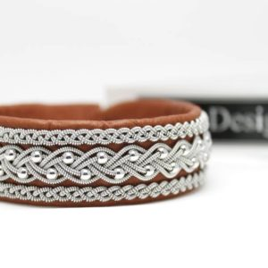 Sami bracelet Froste in Nature Brown reindeer leather and sterling 925 silver beads.